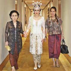 vera kebaya Vera Kebaya, Kebaya Lace, Kebaya Hijab, Kebaya Brokat, Kebaya Dress, Batik Kebaya, Indonesian Kebaya, Indonesian Wedding, Modern Kebaya