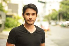 BREAKING NEWS: This is noted news reporter Atom Araullo and he's incredibly handsome. Mendoza, Atom Araullo, Paulo Avelino, Getting Pregnant, See Photo, Biology, Chemistry, Physics, Handsome