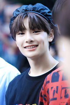 jeongin in a beret>>>>>>>>>> Lee Min Ho, K Pop, Rapper, Minho, Kim Woo Jin, Wattpad, Lee Know, Kpop Boy, Beret
