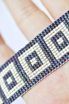 off loom beading techniques Bead Loom Bracelets, Beaded Bracelet Patterns, Jewelry Patterns, Embroidery Bracelets, Bracelet Designs, Jewelry Bracelets, Bead Embroidery Patterns, Bead Loom Patterns, Beading Patterns