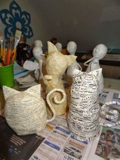 52 Amazing Paper Mache Ideas - Diy and craft Paper Mache Paste, Paper Mache Clay, Paper Mache Sculpture, Quilled Paper Art, Paper Quilling Designs, Diy Paper, Quilling Art, Paper Mache Projects, Paper Mache Crafts