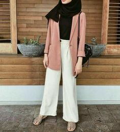 super Ideas for style hijab casual kemeja Modern Hijab Fashion, Street Hijab Fashion, Hijab Fashion Inspiration, Muslim Fashion, Modest Fashion, Trendy Fashion, Fashion Outfits, Trendy Style, Fashion Fashion