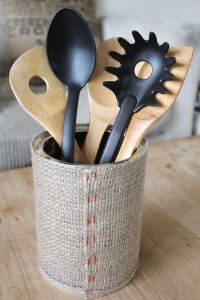 Upcycling: Baby formula tin covered in Burlap becomes a utensil holder