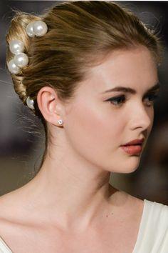 Pearl Addition #CarolinaHerrera #bridalhair