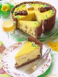 """Pentru anul acesta m-am tot gandit la o """"altfel"""" de Pasca, fata de cea… Romanian Desserts, Romanian Food, Cake Recipes, Dessert Recipes, Good Food, Yummy Food, Pastry And Bakery, Sweet Tarts, Food Cakes"""