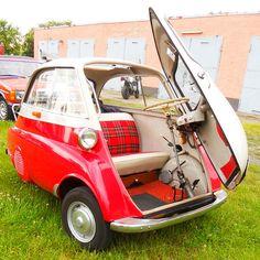Bmw Isetta, Beach Cars, Bmw Autos, Miniature Cars, Import Cars, Unique Cars, Cute Cars, Expensive Cars, Small Cars