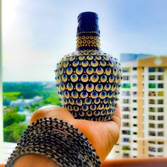 Diy Bottle, Bottle Art, Bottle Crafts, Mandala Painting, Dot Painting, Malu, Small Things, Kurtis, Art Sketches