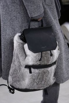 Michael Kors Collection Fall 2016 Ready-to-Wear Accessories Photos - Vogue - backpack style bags are so in! fur and leather backpack, fall 2016 Boutique Michael Kors, Michael Kors Outlet, Handbags Michael Kors, Michael Kors Bag, Cheap Handbags, Fashion Handbags, Fashion Bags, Fashion Show, Womens Fashion