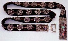 Belt of noble lady from end of 15th century, silk decorated by silver rose with Czech garnet, Dějiny hmotné kultury; Petráň.