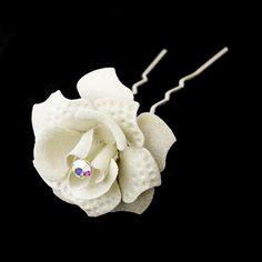 Ce pic mariage en forme de ROSE en métal recouvert de paillettes donnera une touche romantique à votre chignon.