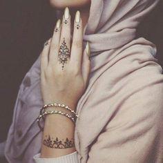 Unique Finger Mehndi Designs That You'll Absolutely Love - henna designs - Henna Hand Designs, Finger Mehendi Designs, Henna Tattoo Designs Simple, Mehndi Designs For Fingers, Beautiful Henna Designs, Mehandi Designs, Tribal Henna Designs, Modern Henna Designs, Arabic Henna Designs