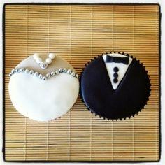 Cupcake Noivos | Preço: R$4,50 | Cupcake inspirado nos noivos, com cobertura de pasta americana e confeitos, recheio e massa do bolo de sua preferência.