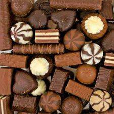 la confezione comprende un mix di cioccolatini artigianali ripieni (menta, crema di latte, pistacchio, caffè) confezionati in un delizioso cofanetto rosso. Confezionati da noi a mano per dare un tocco di originalità al regalo e...SPEDIZIONI GRATUITE!!!