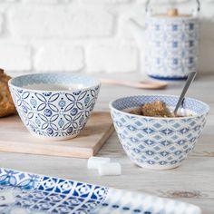 Blue coastal inspired tableware | MALLORCA faience bowl with blue flowers | Maisons du Monde