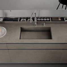 Italian Modern Design Kitchens - Icon by Ernestomeda Kitchen Icon, Diy Kitchen, Kitchen Interior, Kitchen Storage, Kitchen Worktop, Kitchen Countertops, Traditional Modern Kitchens, Pallet Garden Walls, Boffi