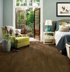 Bodenbelag Aus Holz Parkett Schlafzimmer Sessel Gruen Bett Nachttisch