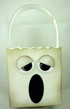 ghost bag - From SU fancy favor box die Dulceros Halloween, Halloween Favors, Halloween Treat Bags, Halloween Cards, Holidays Halloween, Thanksgiving Crafts, Holiday Crafts, Fall Cards, Fancy
