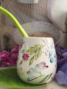 Hola China Painting, Ceramic Painting, Painting On Wood, Glazes For Pottery, Ceramic Pottery, Pottery Painting Designs, Paint Your Own Pottery, Painted Cups, Plate Design
