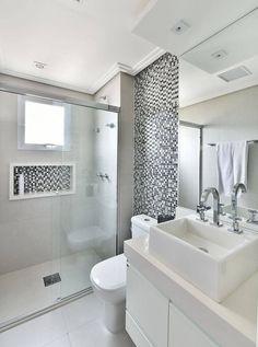 apartamento decorado banheiro com pastilhas cinza tetriz arquitetura House, House Bathroom, Home, Exterior House Renovation, Diy House Renovations, Modern Bathroom, Bathroom Design Small, Bathroom Design, Bathroom Decor