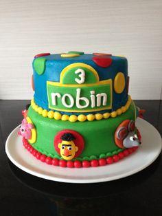 Robin wordt 3 jaar en dat wordt gevierd met een Sesamstraat taart. 30 november 2013