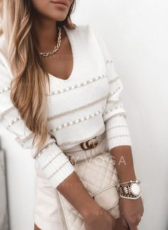 Bag Icon, Stripes Fashion, Pullover, White V Necks, Casual Sweaters, Winter Wear, Pulls, White Jeans, How To Wear