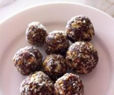 Recipe Date and Nut Balls by Wendy Crombie, learn to make this recipe easily in your kitchen machine and discover other Thermomix recipes in Desserts & sweets. Sweets Recipes, Cooking Recipes, Desserts, Healthy Snacks, Healthy Eating, Healthy Sweets, Healthy Cooking, Clean Eating, Healthy Recipes