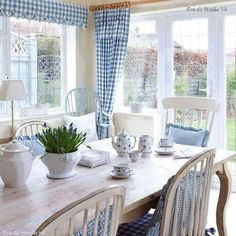 Cottage blue and white (white cottage kitchens country living) Blue Rooms, White Rooms, Banquette Design, Country Dining Rooms, Country Living, Blue Country Kitchen, Country Blue, Country Style, Cottage Kitchens