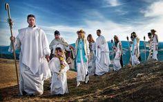 INITIEREA   LUI ZAMOLXE  ! Zalmoxe a fost unul dintre marii Initiati ai lumii, alaturi de Iisus, Buddha, Babaji, Moise, Zoroastru.  Invatura pricipala lui Zalmoxe s-a referit in special la nemurirea omului in forma fizica, nu numai la nivel de suflet si spirit.  Unul dintre grupul de initiati in tainele Zalmoxiene au fost Solomonarii. Sunt multe legende despre acesti initiati, cert este ca invaturile solomonarilor au trances timpul pana aproape in zilele noastre.