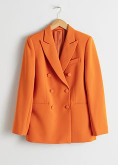 Oversized blazer with double breasted row buttons, two front pockets and peak lapels.Stretch Structured shoulders Length of blazer: / (size Model wears: EU UK US 6 / Small This silhouette is relaxed and oversized. Casual Blazer, Blazer Outfits, Blazer Fashion, Blazer Dress, Dress Suits, Orange Blazer, Colored Blazer, Quoi Porter, Smart Outfit