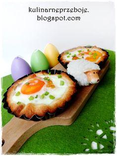 Jajka zapiekane w cieście francuskim - pomysłowe śniadanie Avocado Egg, Eggs, Breakfast, Food, Morning Coffee, Egg, Essen, Yemek, Morning Breakfast
