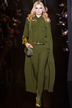 Elie Saab - Fall 2015 Ready-to-Wear - Look 9 of 58