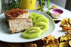 Deliciosa tarta de tofu canela y banana -♥ ¼ cup de avena ♥ ¼ cup de harina de avena ♥ 1 cda de aceite de coco (opcional) ♥ 1 cda de sirope de agave ♥ Canela y stevia ♥ ½ tofu (unos 120-150 gr) ♥ 1 platano
