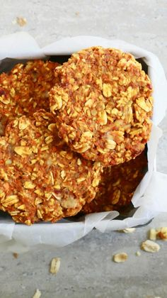 Healthy Snacks 588775351265148831 - Ridiculously Healthy Carrot & Oat Cookies – Kitchen @ Hoskins Source by Healthy Sweets, Healthy Baking, Healthy Snacks, Healthy Recipes, Healthy Oat Bars, Healthy Slice, Carrot Cookies, Healthy Oatmeal Cookies, Protein Cookies