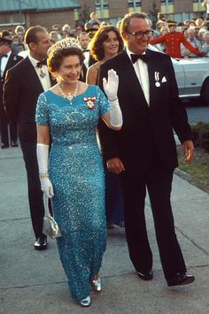 Queen Elizabeth ll waves to the public as she arrives to attend a banquet on August 01 1978 in Canada Hm The Queen, Royal Queen, Her Majesty The Queen, Save The Queen, Elizabeth Philip, Queen Elizabeth Ii, Women Lawyer, Princess Dress Up, Duchess Of York