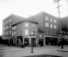 rues Saint-Joseph Est et de la Cité vers 1910 Saint Roch, Quebec, Saint Joseph, Street View, Rues, Images, The Neighborhood, Antique Pictures, Canada