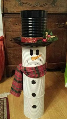 Christmas Decor Diy Cheap, Snowman Christmas Decorations, Snowman Crafts, Outdoor Christmas, Homemade Christmas, Christmas Snowman, Diy Christmas Gifts, Simple Christmas, Holiday Crafts