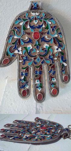 Silver, carnelian and enamel 'Hand of Fatima' || 1'441$