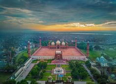 Sunset at Badshahi Mosque, Lahore Pic by @wasafff  _ Submit your Photos by using Hashtag #PicturePakistan  _ #Sunset #Evening #Badshahi #badshahimosque #BadshahiMasjid #Mosque #Masjid #Lahore #Pakistan #Pakistani #Earth #travelers #trip #journey #amazing #awesome #Sky #Cold
