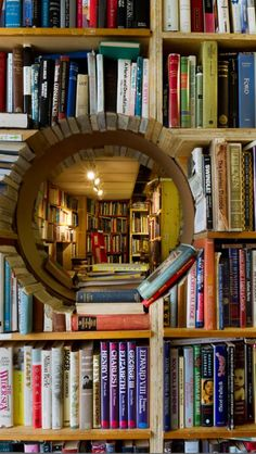 Los libros son una ventana a otros mundo :)  ¡Y eso nos encanta!