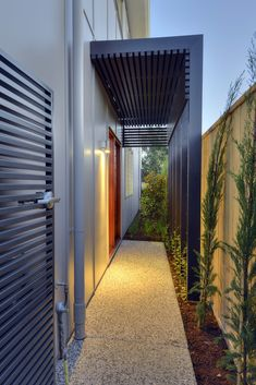Feature portico timber screening - kalka small lot home Entrance Gates, House Entrance, Shading Device, Outdoor Pergola, Outdoor Screens, Timber Screens, Garden Design, House Design, House Siding