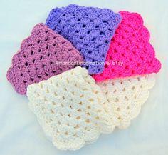 Crochet Washcloth Pattern Granny Square Design using UK terms – Dishcloth, Flannel, Washcloth (USA available also) – by Amanda Jane, Ireland Crochet Vs Knit, Crochet Scarves, Crochet Crafts, Easy Crochet, Crochet Hooks, Crochet Things, Granny Square Crochet Pattern, Crochet Patterns, Crochet Granny
