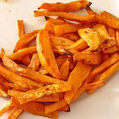 Süßkartoffel Pommes Frites Recipe For 2 People, Tasty, Yummy Food, Jamaican Recipes, Protein Snacks, Fall Recipes, Sweet Potato, Carrots, Vegetarian Recipes
