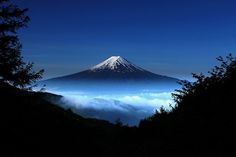 Sobre as nuvens  by CMK Fujisakura, via Flickr