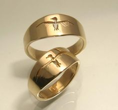 Taking flight Bird Ring, cut out in gold