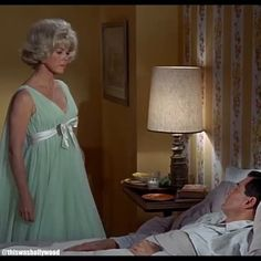 """Doris Day & Rock Hudson in """"Send me no Flowers"""" 🌺 🌸 🌹 🌼🌻 Women Be Like, Girls Be Like, 9gag Funny, Funny Jokes, Funny Gifs, Funny Videos, Funny Texts, Hollywood Fashion, Old Hollywood"""