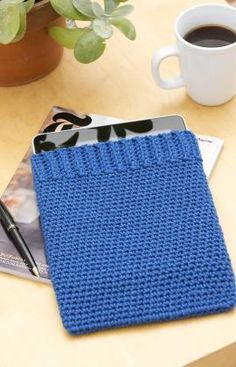 I love simple things that are also useful. This iPad cover is cute. I'm going to make one for my Acer tablet.