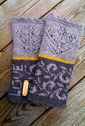 Lovely Viking inspired wrist warmers - English pattern available | fingerless mittens | knitted fingerless mttens | knitting pattern