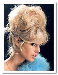 brigitte-bardot-hairstyles This is gorgeous! Retro Hairstyles, Popular Hairstyles, Daily Hairstyles, Brigitte Bardot Style, Bardot Hair, Blonde Actresses, Beehive Hair, Big Hair, Pin Up