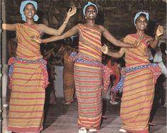 Marcél Trackomá (soodhawoow: The Guntiino is a traditional dress...)