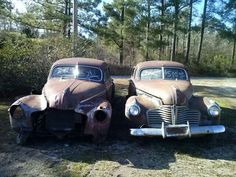 A pair of Buicks found on Arkansas Highway 71 South. Tripper's Travels.